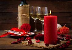 Walentynki w swoich czterech kątach? Postaw na romantyczną kolację 💕  ❤️ zagraj światłem by stworzyć romantyczny nastrój ❤️ zadbaj o odpowiednią oprawę muzyczną ❤️ blask i zapach świec nada każdemu wnętrzu magicznego charakteru!