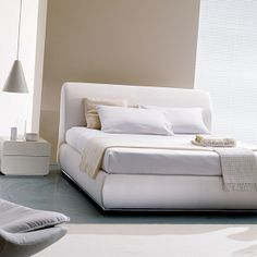 PORTOFINO UPHOLSTERED BED http://www.homedesignhd.com/collections/modern-beds/products/portofino-upholstered-bed