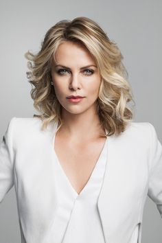 Charlize Theron as Queen Melva Heartkeeper - Queen of the Elves and wife of Ivahal. Radiats maternal wisdom and exotic allure, but is well-respected by her subjects and loyal to her husband. When Luceo asks the Elves to reignite the alliance with Men, she convinces Ivahal that joining him might finally end the time of darkness they live in.