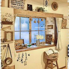 mirumiruさんの、すりガラス風シート,かわりばえないけど・・・,出窓,ホーローキャニスター,金魚鉢,木製スツール,サリュ!,ウォールステッカー,窓枠DIY,セリアの雑貨,ダイソー♡,ニトリの時計,リメイク,ニトリのカーテン,カーテンボックスDIY,お金をかけずにインテリア,かご大好き,賃貸アパート,RC長崎支部,セリア,100均,部屋全体,のお部屋写真