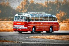 Icarus 55 Source by maikremmers Retro Cars, Vintage Cars, Classic Trucks, Classic Cars, Mercedes Stern, Ddr Museum, Riga, Beast From The East, Bus Coach