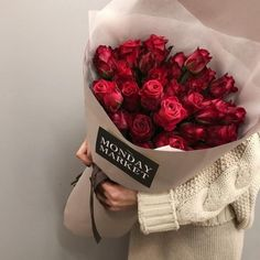 Things to Know about Deals on Valentine's Day Flowers Online How To Wrap Flowers, Bunch Of Flowers, My Flower, Pretty Flowers, Red Rose Bouquet, Flower Packaging, Luxury Flowers, No Rain, Flower Aesthetic