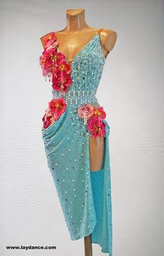 Not my style at all but i love the color, beads, flowers ♡