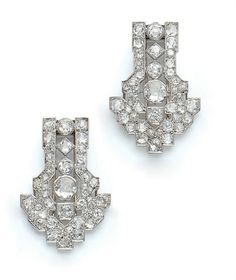 A PAIR OF ART DECO DIAMOND, GOLD AND PLATINUM DOUBLE CLIP BROOCH - 1930