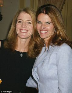 Close as sisters: Caroline Kennedy and Maria Shriver were each others maids-of-honor and have grown up very close as two of the few Kennedy girls. (it's cool when you have lots of cousins and there's at least that one you become attached to. Les Kennedy, John Kennedy Jr, Jfk Jr, Jacqueline Kennedy Onassis, Caroline Kennedy Wedding, Maria Shriver, Arnold Schwarzenegger, Familia Kennedy, Jaqueline Kennedy