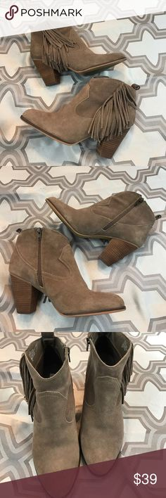 "Steve Madden sz10 ""Cain"" taupe suede fringe boots Excellent used condition Steve Madden sz10 ""Cain"" taupe suede fringe boots...3.5"" heel...zips up inside for easy on and off... Steve Madden Shoes Ankle Boots & Booties"