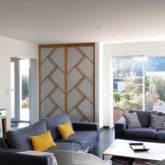 Dans cette résidence secondaire contemporaine située sur la presqu'île de Guérande, Laetitia Jezierski, architecte d'intérieur MH DECO en Loire-Atlantique, a fait rimer esthétique avec pratique.