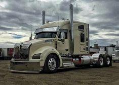 La imagen puede contener: cielo y exterior Big Rig Trucks, Tow Truck, Semi Trucks, Cool Trucks, Volvo Trucks, Peterbilt Trucks, Peterbilt 386, Custom Big Rigs, Custom Trucks