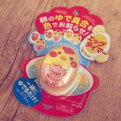 Presentinho que ganhei da querida Lica @feijaonoprato  que se não me engano é um acessório para auxiliar no cozimento de ovos. Ele aponta qual o ponto da gema. (É isso mesmo pudruçãooo?)  Lica sua linda obrigada demais! Amei!  Esse carinho e as amizades que fizemos ao longo desses 7 anos de blog são impagáveis!  Melhor sensação do mundo   #foodbloggers #bloggers #amizade #friendship #presente