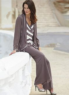 Cheap Fashion Criss-Cross Chiffon Three Piece mother of the bride pants suits - Mother Of The Bride Pant Suits New Style Suits, Suit With Jacket, Mother Of The Bride Suits, Dresser, Fashion Outfits, Cheap Fashion, Fashion Ideas, Dressy Outfits, Dresses With Sleeves