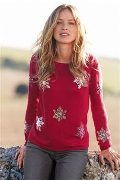 Ladies red Christmas jumper with snowflakes. Womens Christmas Jumper, Christmas Jumpers, Christmas Sweaters, Material Girls, Jumpers For Women, Latest Fashion For Women, Knitwear, Floral Tops, Style Inspiration