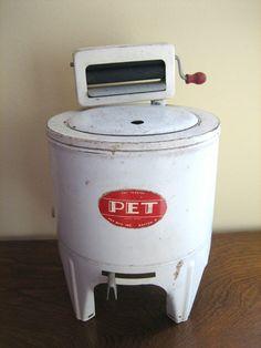 Antique Vintage Toy Wringer Washing Machine Pet Mfg Inc Antique Washing Machine, Small Washing Machine, Washing Machines, Vintage Laundry, Toy Kitchen, Tin Toys, Childhood Toys, Retro Toys, Classic Toys