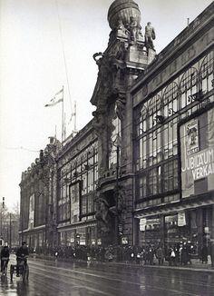 Willy Römer, Berlin, Kaufhaus  Tietz in der  Leipziger Straße, 1932.