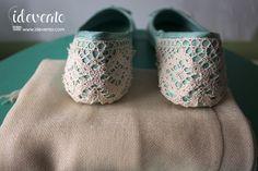 Manoletinas con detalle de encaje y foulard a juego