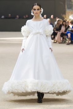 See the full Fall 2017 haute couture collection from Chanel.
