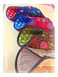 Jaaaaa, als ich vor zwei Wochen mein neues Mäppchen  gerumst hab, war mir klar, da muss ich unbedingt noch mehr von haben :D Kann man ja wir... Rum, Fabric Crafts, Sunglasses Case, Sewing, Bags, Inspiration, Pouches, Tutorials, Women