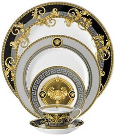 "ROSENTHAL - since ""Rosenthal meets Versace."" Versace and Rosenthal are bot. Vase Deco, White Dinnerware, Modern Dinnerware, China Dinnerware Sets, Baccarat Crystal, China Sets, Dinner Sets, Dinner Ware, Deco Table"