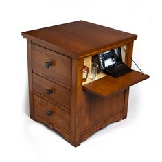 TheOnionSafe, made by a new company of the same name, is hardwoodnightstand thatincorporates a handgun lockboxconcealedinside a side panel and a larger safeincorporatedinto the lower drawer.  From the press release … The onionSafe makes it easy and safe to keep a handgun in the home, ready to defend against intruders. Disguised as an attractive …   Read More …