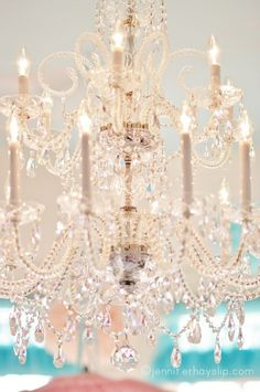 Who doesn't love a chandelier? I grew up with a lovely chandelier in our dining room. I am now drawn back to them, years later. Shabby Chic Français, Muebles Shabby Chic, Chandelier Bougie, Chandelier Lighting, Crystal Chandeliers, Chandelier Makeover, White Chandelier, Antique Chandelier, Beaded Chandelier