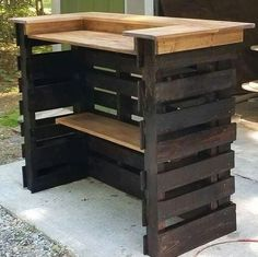 Pallet Woodworking Pallet Wood bar - In the modern world of home interior design Storage ideas have immense importance. People want to design storage ideas and projects in such a manner that […] Pallet Bar Plans, Outdoor Pallet Bar, Wood Pallet Bar, Wood Pallets, 1001 Pallets, Outdoor Seating, Pallett Bar, Bar Made From Pallets, Pallet Benches