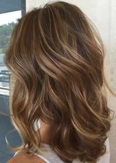 Lowlights and Highlights for Brown Hair for 2017 Smart Hairstyles for Modern Hair - Hair Style Image Brown Hair With Blonde Highlights, Brown Hair Balayage, Hair Color Highlights, Dark Blonde, Brown Hair With Lowlights, Hair Styles With Highlights, Brown Hair Foils, Bayalage Light Brown Hair, New Hair