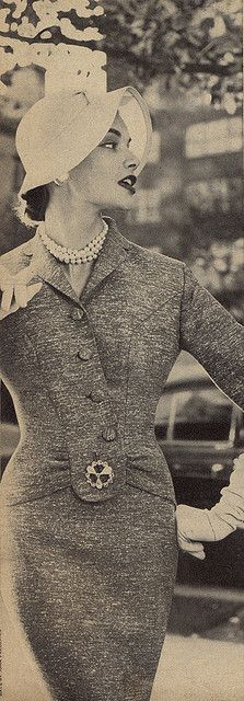 Vintage glamour....... love the tweed fabric