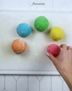 Making clay for toddlers yourself – recipe – diy home crafts Diy Home Crafts, Crafts For Kids, Crafts Toddlers, Wood Crafts, Paper Crafts, Kindergarten Portfolio, Mug Recipes, Unique Recipes, Recipe Cards
