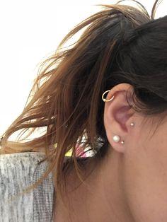 Ear Piercing Ideas For Females Oreille droite. Ear Piercing Ideas For Guys Tragus Piercings, Piercing Tattoo, Cute Ear Piercings, Ears Piercing, Rook Earring, Helix Earrings, Cartilage Earrings, Stud Earrings, Helix Piercing Jewelry