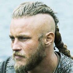 Ragnar Lothbrok's Hairstyle from Vikings - Ragnar Lothbrok Haircut, Viking Haircut, Hair And Beard Styles, Long Hair Styles, Braided Man Bun, Mens Braided Hair, Mens Braids Hairstyles, Viking Hairstyles, Hairstyles Haircuts