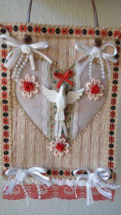 Estandarte do Divino pra porta medidas 14 x 22 cm . www.teciclando.com