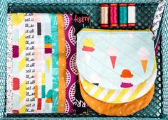 Single Scoop Zipper Bag Tutorial & Giveaway - Fat Quarter Shop's Jolly Jabber