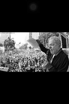 A maior prova de que PT esta apodrecendo,é o chefe da quadrilha Lula! Podre,acabado e ninguém dá bola p/ que ele fala