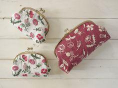 Небольшая коллекция мастера ручной вышивки Юмико Хигучи (Yumiko Higuchi) понравится любителям тамбурной вышивки. Работы прекрасно перекладываются на машинную вышивку