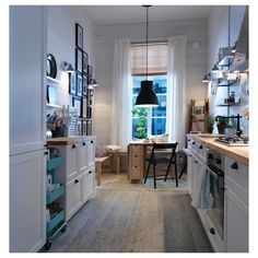 Ideas for the Home Schmale skandinavische Küche mit Bänken / Small kitchen with benches How To Buy K Small Rooms, Small Apartments, Small Spaces, Hektar Ikea, Apartment Inspiration, Interior Design Kitchen, Interior Decorating, Kitchen Designs, Sweet Home