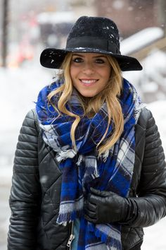 Must Haves for a Chic Winter Ski Trip – Glam Radar Outfits With Hats, Stylish Outfits, Winter Wear, Autumn Winter Fashion, Checked Scarf, Beautiful Outfits, Beautiful Scarves, Winter Wardrobe, Winter Outfits