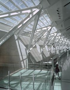Toronto Lester Pearson International Airport, interior steel structure construction