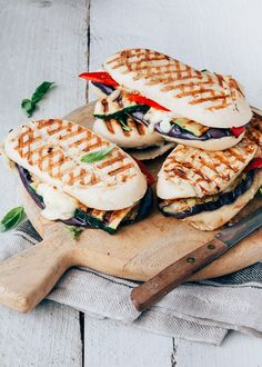 Panini with grilled vegetables and gorgozola - WDF Feel Good Food, Sandwiches For Lunch, Grilled Vegetables, Snacks, Brunch, Easy Meals, Yummy Food, Stuffed Peppers, Eat