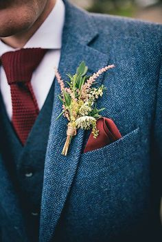 The groom's boutonniere is one of the few accessories for the groom. The small boutonniere declares the identity of the groom. The groom's boutonniere should be based on simplicity and smallness. Remember, the boutonniere and Read more… Wedding Men, Dream Wedding, Fall Wedding Suits, Vintage Wedding Suits, Men Wedding Attire, Wild Flower Wedding, Fall Wedding Groomsmen, Christmas Wedding Suits, Blue Tweed Wedding Suits