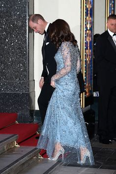 Kate Middleton surprised in a gorgeous ice blue dress at the Royal Variety Performance. The Duchess of Cambridge wore Oscar de la Renta heels