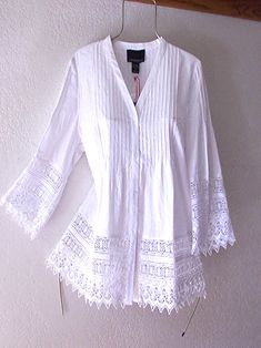 White Crochet Vintage Lace Linen Peasant Blouse Boho Shirt Top ~ 12 - Out Trend Clothes Crochet Lace Edging, Crochet Top, White Lace Blouse, White Peasant Blouse, Moda Boho, Lace Tops, Lace Blouses, Vintage Lace, Dress Vintage