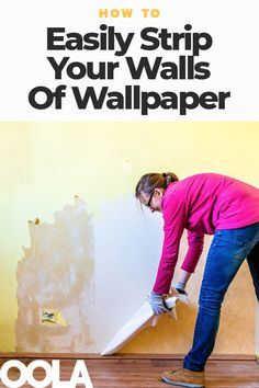 How To Easily Strip Your Walls Of Wallpaper Taking Off Wallpaper, Removing Old Wallpaper, Diy Wallpaper, Bathroom Wallpaper, How To Remove Wallpaper, Deep Cleaning Tips, House Cleaning Tips, Cleaning Hacks, Wallpaper Removal Solution