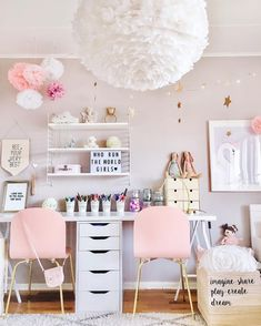 love the feather light//kids room..