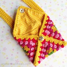 A lovely granny envelope clutch bag, made from a single retro crochet granny square, lined and with simple handles. Bead Crochet, Crochet Granny, Crochet Stitches, Crochet Patterns, Crochet Wallet, Crochet Purses, Crochet Gifts, Best Leather Wallet, Leather Totes