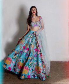 Choli Designs, Lehenga Designs, Mehendi Outfits, Indian Bridal Outfits, Indian Designer Outfits, Indian Lehenga, Lehenga Choli, Blue Lehenga, Anarkali
