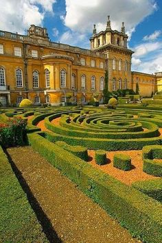 Famous Gardens of the World - Blenheim Palace, Oxfordshire, UK, where Winston Churchill was born.