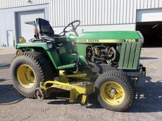 John Deere not think that JD Made this model in the past John Deere Compact Tractors, John Deere Tractors, Lawn Tractors, John Deere Equipment, Farm Gardens, Lawn And Garden, Lawn Mower, Outdoor Power Equipment, Model