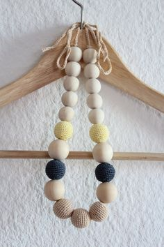 Natural nursing necklace / Crochet teething necklace / Breastfeeding necklace / Baby sling necklace