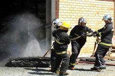 Incêndio em galpão mobiliza equipe de bombeiros de Joinville +http://brml.co/1NGXncp