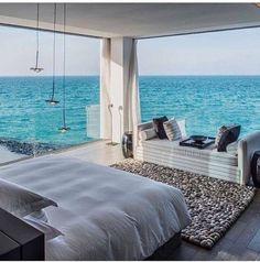 Sobotnie lenistwo w łóżku z TAKIM widokiem...? 🌊😍 Duże #okna w domu pozwalają na bliższy kontakt z naturą. Warto na nie postawić! 👍  Foto: http://bit.ly/2vlNtfJ