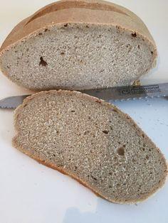 günstig kochen backen: ein selbstgebackenes Dinkel Mischbrot mit Sauerteig. Ein sehr einfaches und günstiges Rezept. http://hausfrauenart.jimdo.com/blog/ #brotbacken #brot #backen #sauerteig #selbsgemacht #günstig #günstigkochen
